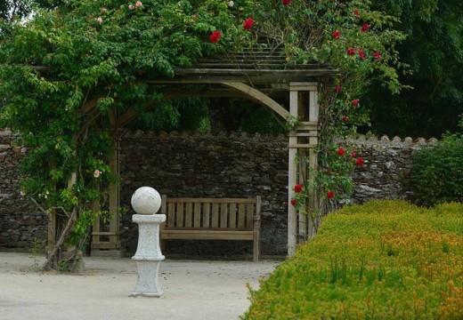 Elément décoratif du jardin : la tonnelle
