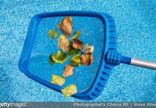 Automne : quels bons gestes pour entretenir sa piscine ?